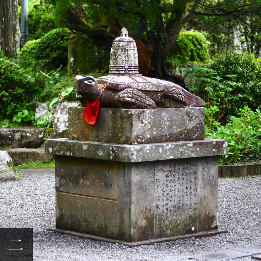 Stone statue of the Red Turtle